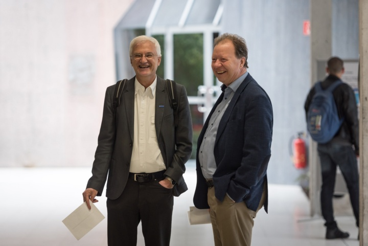 Rector Prof. Wolfram Ressel (right) and Prof. Thomas Ertl, spokesman of the Cluster of excellence